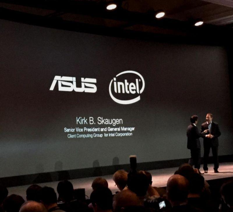 Intel y Asus presentando el nuevo smartphone de Asus
