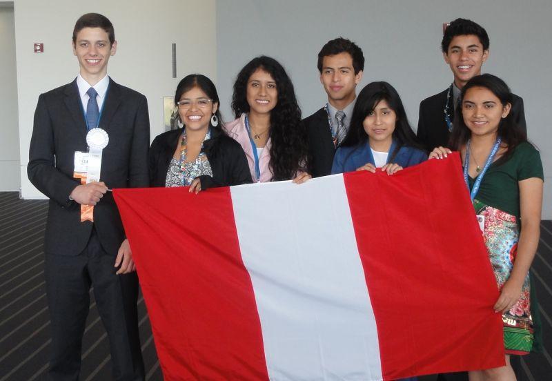 Jeffrey escolar ganador y demas alumnos peruanos que participaron