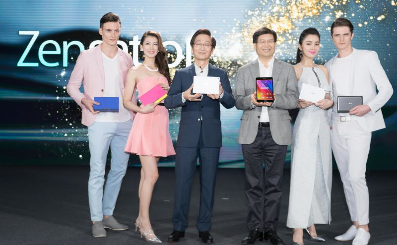 ASUS Chairman Jonney Shih and CEO Jerry Chen demonstrate the fashion-inspired design of the ZenPad series on stage