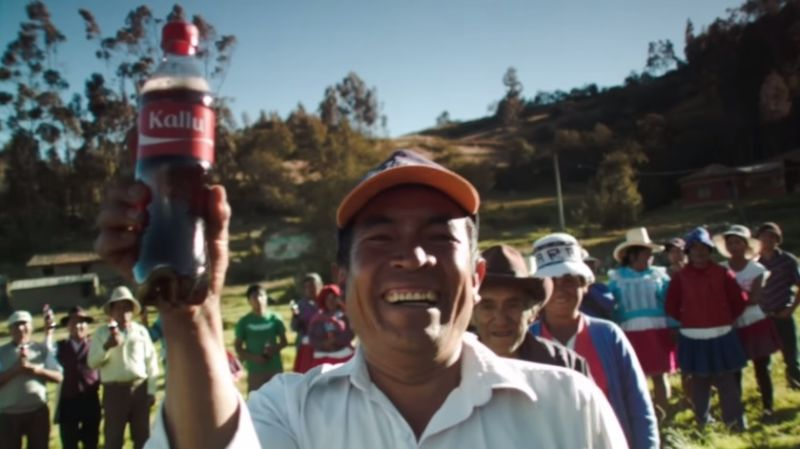 Comparte una Coca-Cola incluye nombres en quechua