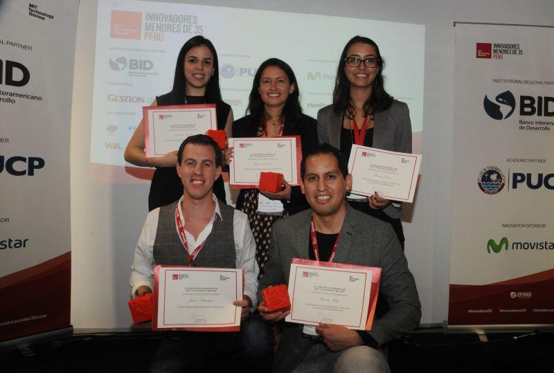 Foto ganadores Innovadores menores de 35 Perú 2015