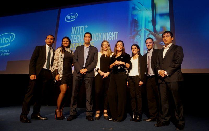 Ejecutivos de Intel Perú y de la Región liderado por el gerente general de Intel Perú, Santiago Cardona.