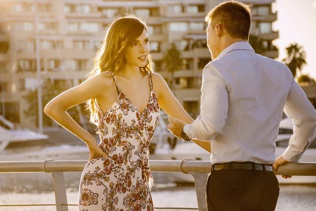 Julieta Nair Calvo y Adrián Suar en El Host Amor sin Reservas de FOX Premium (1)