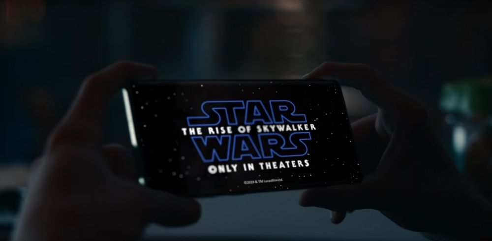 https://img.global.news.samsung.com/latin/wp-content/uploads/2019/11/Samsung-Joins-Forces-with-Star-Wars%E2%84%A2-for-Holiday-Collaboration_Film-2-1024x501.jpg